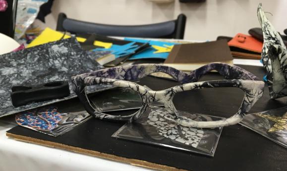 革シール 眼鏡