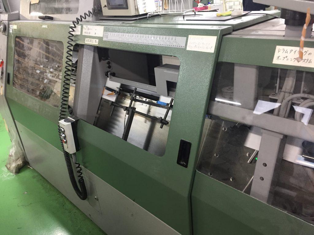 糸綴じ製本機械
