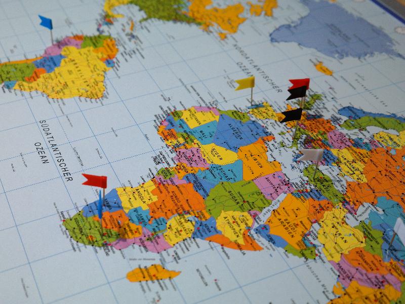全国図や世界地図が便覧に載る手帳もあります。