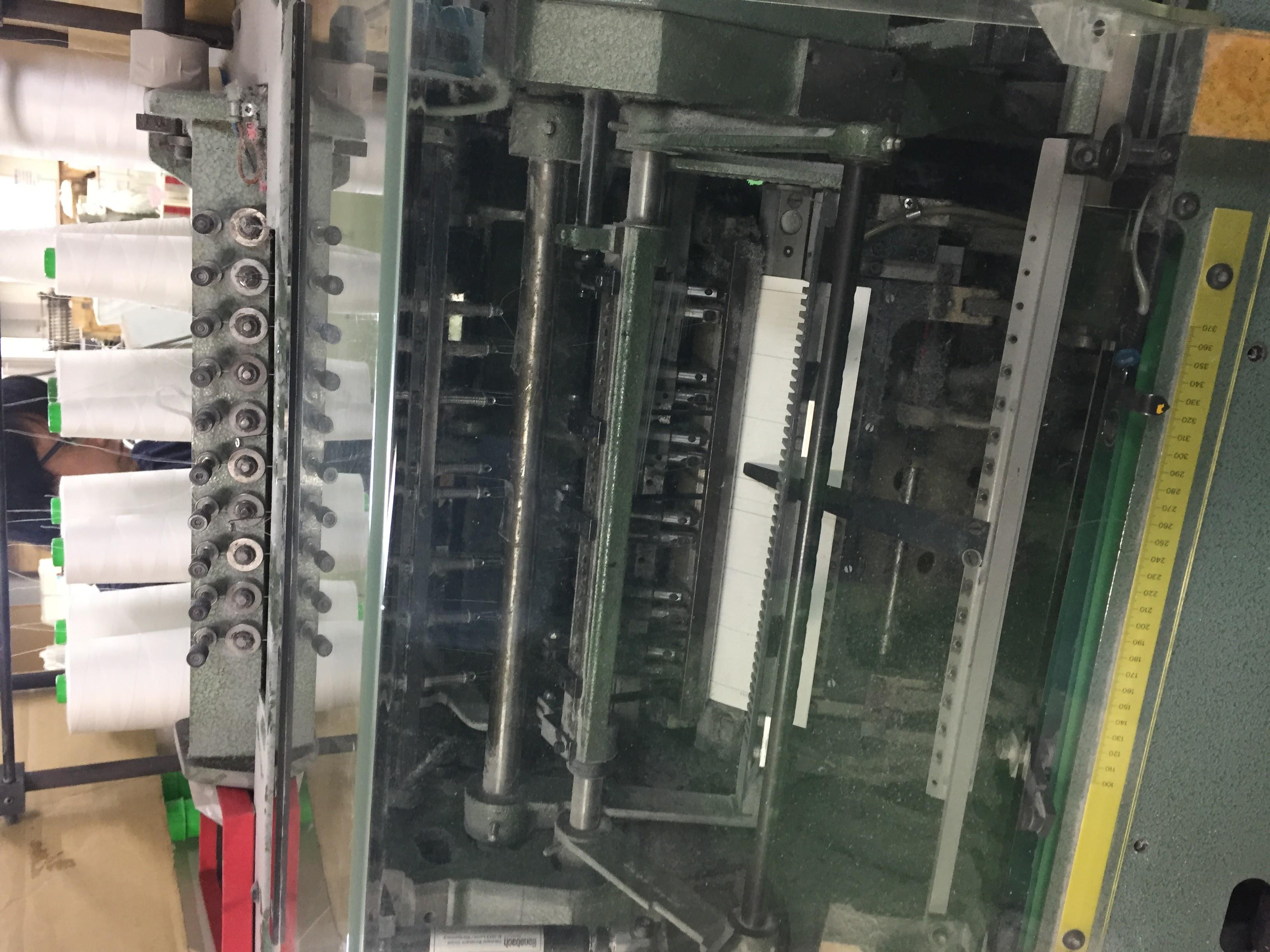 糸を綴る機械です。