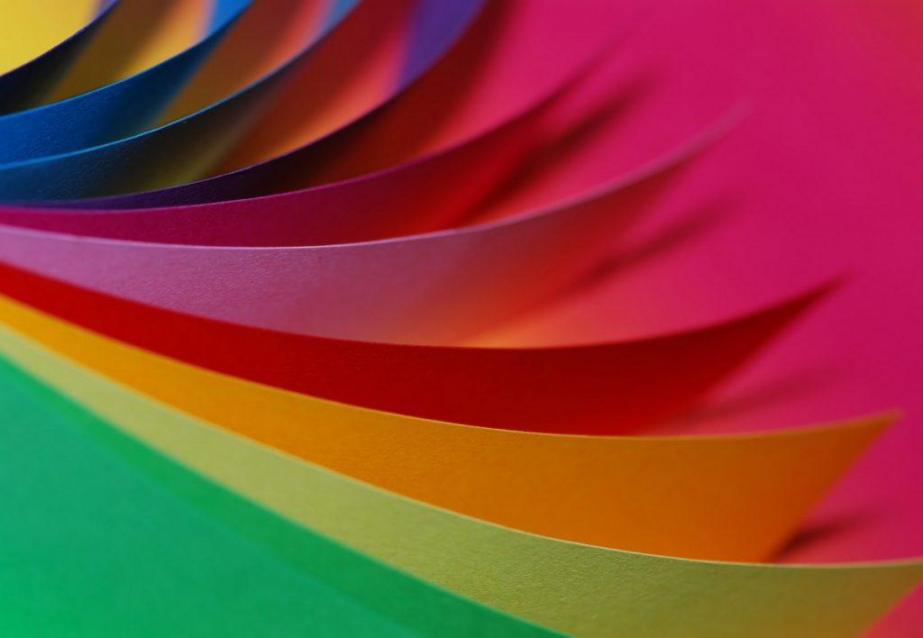 見返し紙の色も様々です。